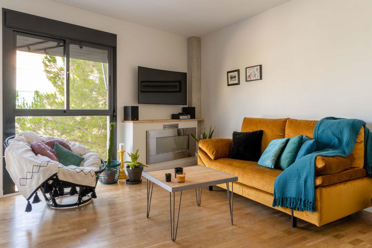 Sofa_amarillo_Bhoga_decoracion_interiorismo_Alicante